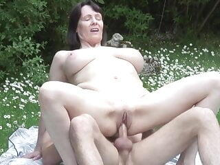 mom son outdoor sex